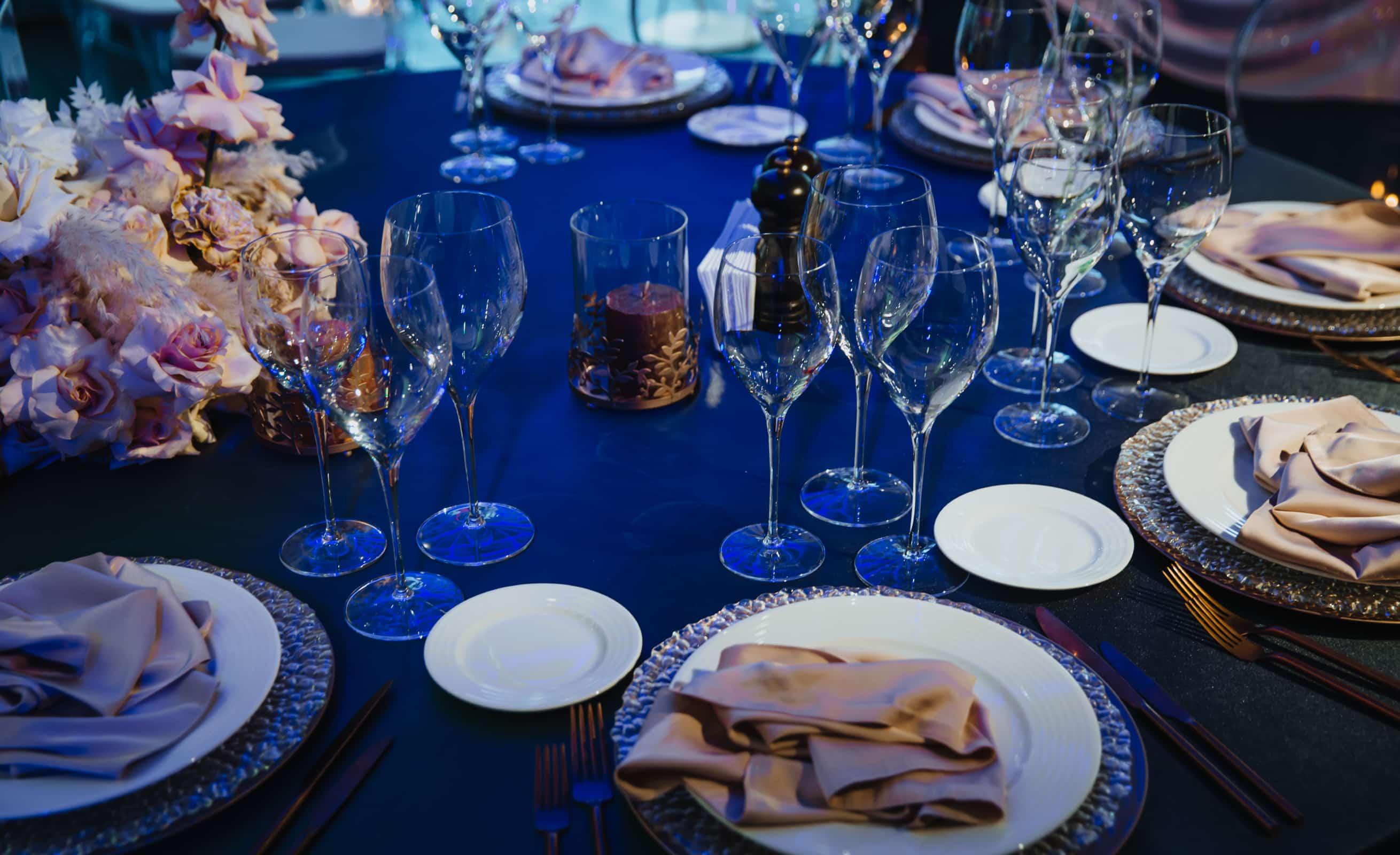 elegant wedding table setting at Lakeport wedding